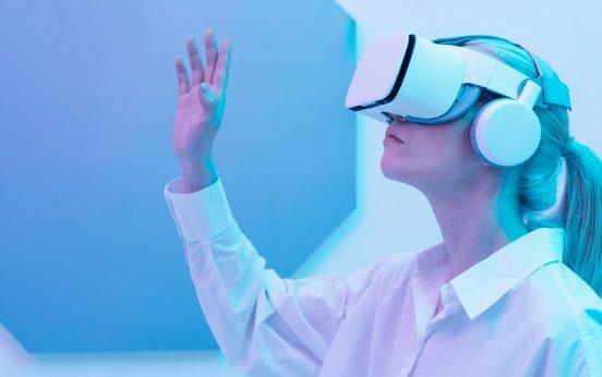 woman-wearing-virtual-reality-simulator